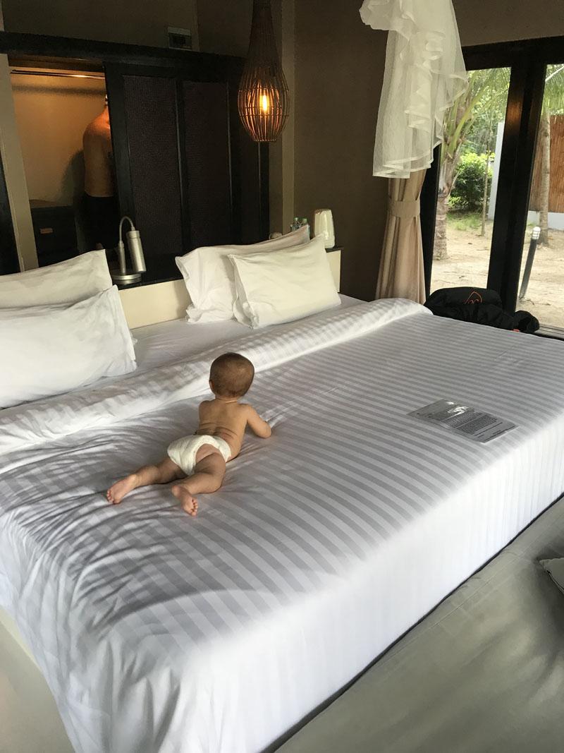 kæmpe seng Thailand med baby del 2   Trine Kjær kæmpe seng